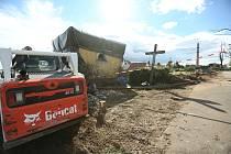 Následky tornáda jsou v postižených obcích stále víc než patrné.