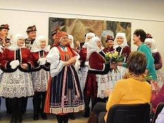 Folklorní soubor Tetky z Kyjova se ve spolupráci s kyjovským muzeem snaží znovu ušít kyjovský ženský kroj z druhé poloviny devatenáctého století.