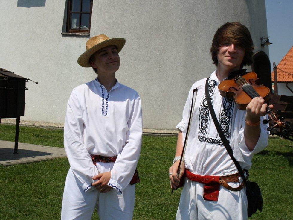 V Bukovanech zvládla cimbálová muzika hrát celou noc.