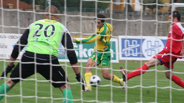 MSFL: FK Mutěnice (ve žlutém) vs. 1. FC Brno B