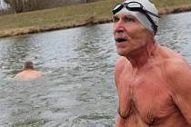 V Hodoníně se uskutečnilo velikonoční plavání, které se účastnili otužilci z obou stran Moravy.