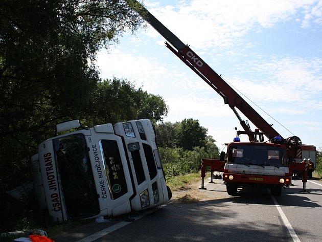 U Petrova boural kamion. Silnice bude zavřená několik hodin.