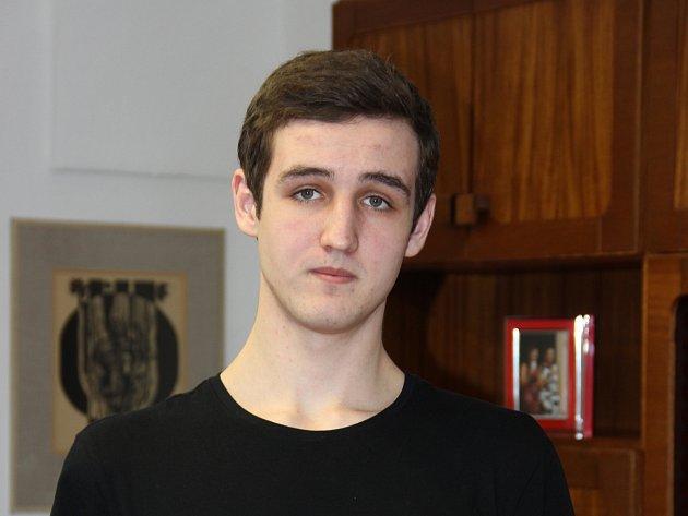 Devatenáctiletý angličtinář Jonáš Boruta.
