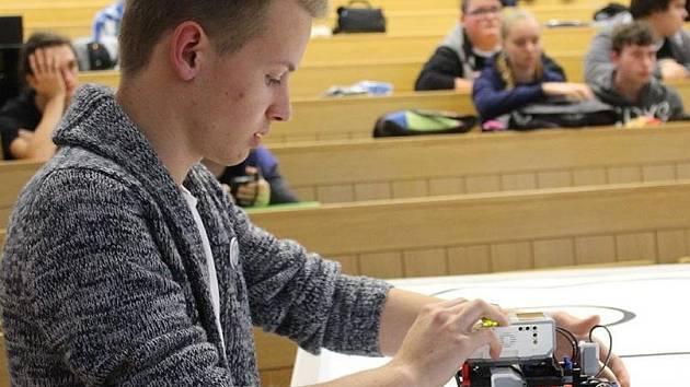 Studenti hodonínské střední školy průmyslové a umělecké bojovali o postup do celorepublikové soutěži v robotice.