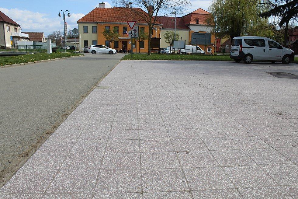 Pohled na centrum Čejkovic.