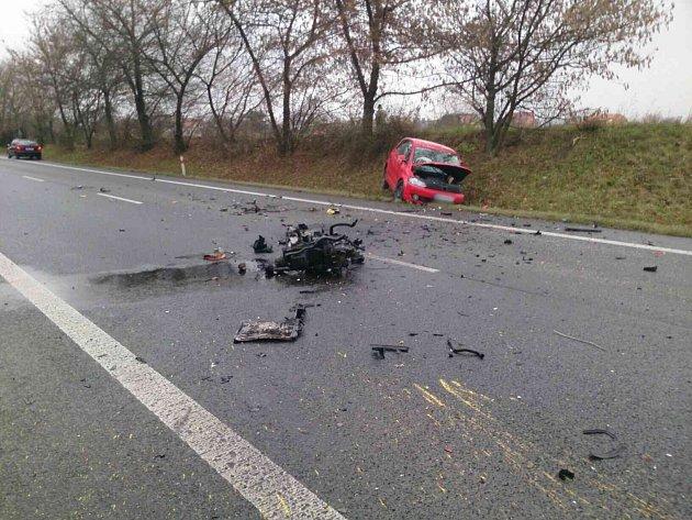 Srážka dvou automobilů uLužic na Hodonínsku zablokovala vsobotu dopoledne na hodinu hlavní tah I/55 zHodonína na Břeclav.