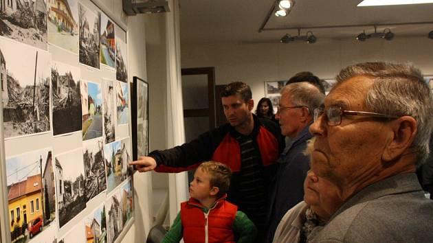 Výstava Antonína Kučery v hodonínském Regionálním centru připomíná výročí sedmdesáti let od bombardování Hodonína a potrvá do 28. listopadu.