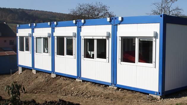 Bývalá kontejnerová školka v Uhřicích.