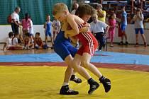 Hodonínským zápasníkům se na závodě v Chrastavě mimořádně dařilo. Medaili získali všichni členové Sokola. Dominik Kubeš akto bojoval v postoji.