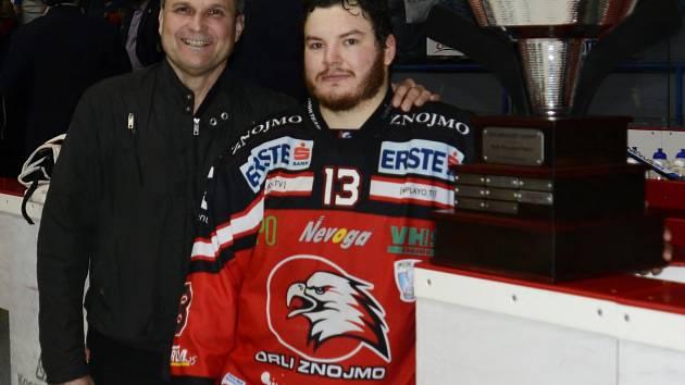 Manažer znojemských hokejistů Rostislav Dočekal (vlevo) má za sebou mimořádnou sezonu. Podceňovaní Orli skončili v mezinárodní EBEL lize druzí.