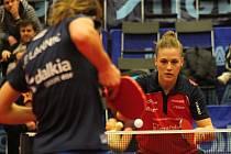 Stolní tenistky Hodonína (v červených dresech) prohrály ve druhém čtvrtfinále s francouzským týmem CP Lyssois Lille Metropole 2:3 a v evropské soutěži skončily.