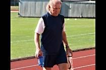 Známý masér bzeneckých fotbalistů Pavel Smrčka si návrat na stadion ligové Zbrojovky Brno náramně užíval.