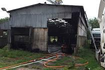 Jednotky hasičů vyrážely ve čtvrtek odpoledne k požáru zemědělského objektu do Moravan.
