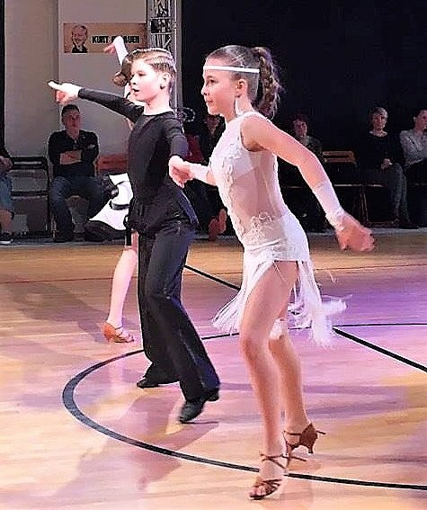 Hodonínští tanečníči uspěli na závodech v Českých Budějovicích, Blansku, Ostravě a Drnovicích. Další triumf v kariéře si připsali Václav Masaryk s Klárou Chovančíkovou i Tobias Osička s Lilianou Gromusovou.