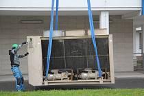 Instalace nové klimatizační jednotky do budovy hodonínské nemocnice.