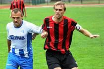 Hostující kapitán Petr Spazier (vpravo) porážce Hodonína nezabránil. Slovácký celek prohrál v Napajedlích 0:1.