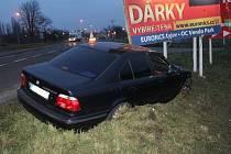 Nehoda BMW ve Svatoborské ulici v Kyjově.