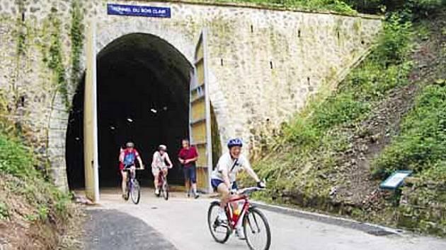 Cyklostezky po zrušených železnicích nabízejí nevšední projížďky.