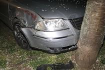 Bez řidičského průkazu řídil v pondělí ve večerních hodinách Volkswagen Passat muž ve Veselí nad Moravou. Když jej chtěla zastavit policejní hlídka, začal ujíždět.