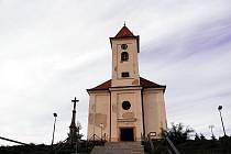 Lovčický kostel před opravou.