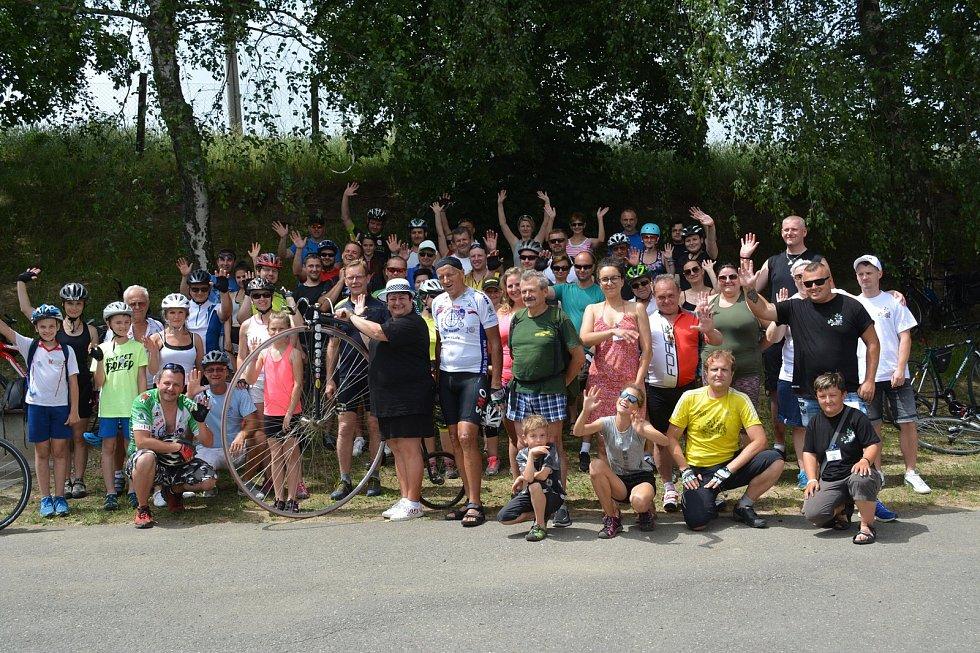 Přes osmdesát tisíc korun vložili do kasičky pro nemocné děti účastníci jízdy Na kole dětem jižní Moravou.