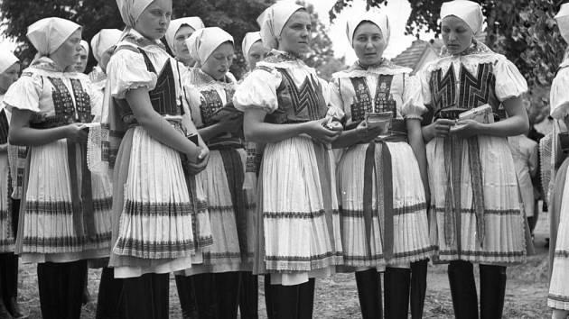 Fotky z konce první republiky, které se objeví v knize Čtení o Horňácku.