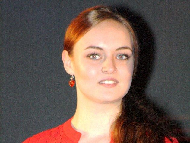 Mladá velická střelkyně Jitka Pešková patří mezi nejpohlednější okresní sportovkyně.