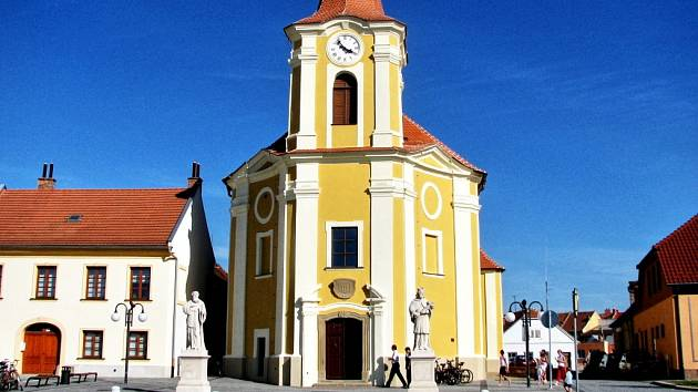 Kostel na Bartolomějském náměstí ve Veselí nad Moravou.