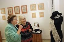 Otevření výstavy Co si povídaly nitky s paličkami v rohateckém muzeu.
