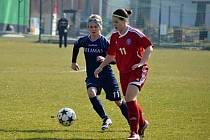 Hodonínské fotbalistky budou i v celostátní druhé lize spoléhat na branky kanonýrky Alexandry Blahové (v tmavě modrém).