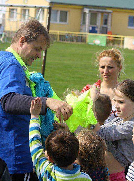 Do akce Můj první gól, která se uskutečnila v rámci měsíce náborů Fotbalové asociace České republiky, se na hřišti Baníku Ratíškovice v pátek dopoledne zapojilo 180 dětí.