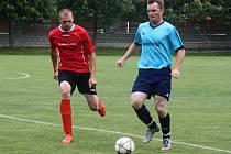Strážnický fotbalista Tomáš Lípa (v červeném).