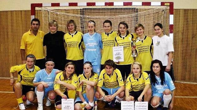 Fotbalistky hodonínského Nesytu opět po roce vyhrály domácí halový turnaj.