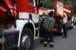 Na místo stále přijíždějí další jednotky hasičů. Kromě jižní Moravy už se do hašení požáru lesa u Bzence zapojily i jednotky ze Zlínského a Olomouckého kraje a kraje Vysočina.
