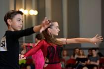 Zleva: Alex Máté s Emou Pšovskou, kteří získali 1.místo kat. junior I.-D-lat.