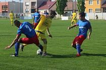 Favoritem turnaje v Rohatci jsou fotbalisté Ratíškovic (na snímku ve žlutém).