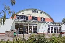 Sportovní hala v Mikulčicích, která do 26. července sloužila pro ubytování dobrovolníkům.