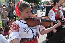 Šestašedesátý ročník strážnického festivalu přilákal tisíce lidí. V průvodu pochodovali domácí i hosté z jihoamerické Venezuely.