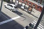 Policisté na Hodonínsku řeší dva případy sražených nezletilých dívek na přechodech pro chodce. A žádají o pomoc také veřejnost. K prvnímu střetu došlo v sobotu 5. září krátce před čtvrtou hodinou odpoledne v centru Hodonína. Ke druhému pak v úterý 8. září