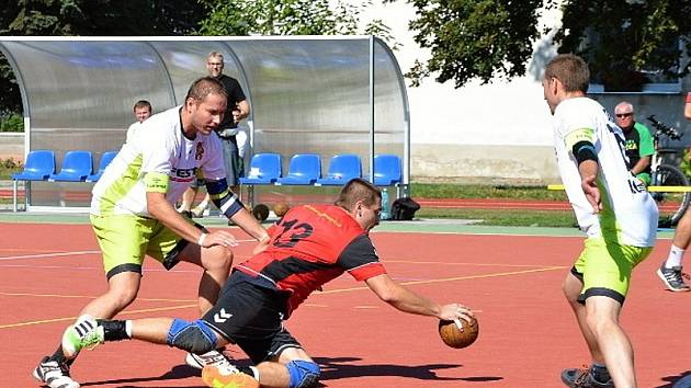 Národní házenkáři Veselí nad Moravou (v červených dresech) vstoupili do druholigové sezony dvěma výhrami.