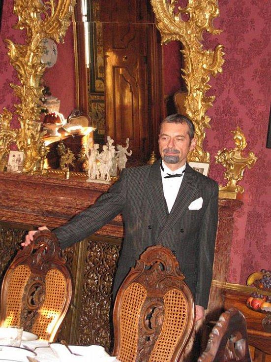 Návštěvníci viděli při přípravách Vánoc roku 1929 i tehdejšího majitele zámku, Ladislava Seilerna.