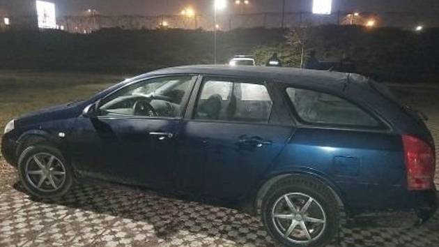 Veselskými policisty zajištěný Nissan.