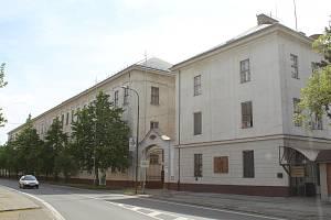 Areál bývalé tabákové továrny v Hodoníně, pohled z Bratislavské ulice.