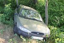 Dvacetiletá žena ve fordu se v noci na neděli vybourala na silnici mezi Moravským Pískem a Veselí nad Moravou. Při vyšetřování události navíc vyšlo najevo, že jela pod vlivem alkoholu.