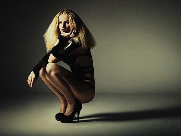 Modelka Sabina Závodná z Hodonína natáčela reklamu s Georgem Clooneyem.