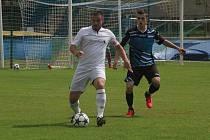 Jedním z finalistů okresního poháru jsou Dubňany (v bílém).