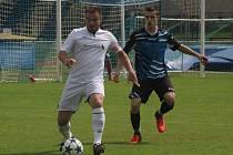 Fotbalisté Kyjova (v tmavě modrých dresech) domácí zápas proti Dubňanům nezvládli.