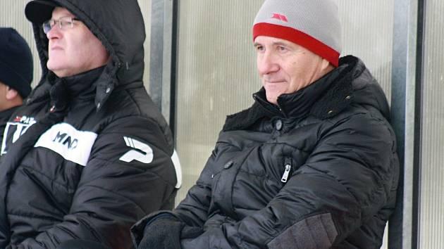 Známý trenér divizních hodonínských fotbalistů František Komňacký má po sobotní porážce 0:5 v Mohelnici o čem přemýšlet.