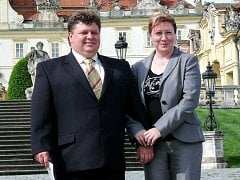 Co se má stát, stane se. Takovým heslem se řídí vinař Josef Dufek ze Svatobořic-Mistřína (s manželkou vlevo).