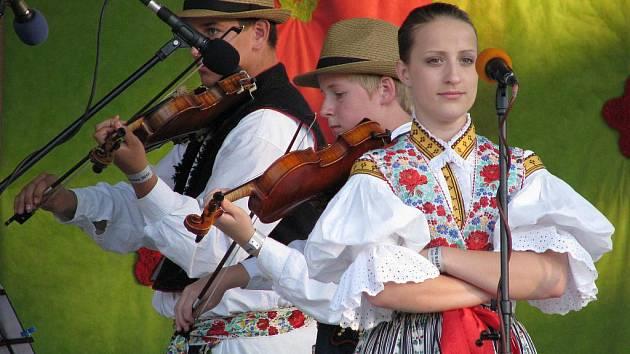 Třetí ročník soutěžního festivalu folklorních souborů v Dambořicích.